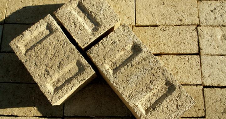 cegły betonowe wykonane z konopi wapna i wody