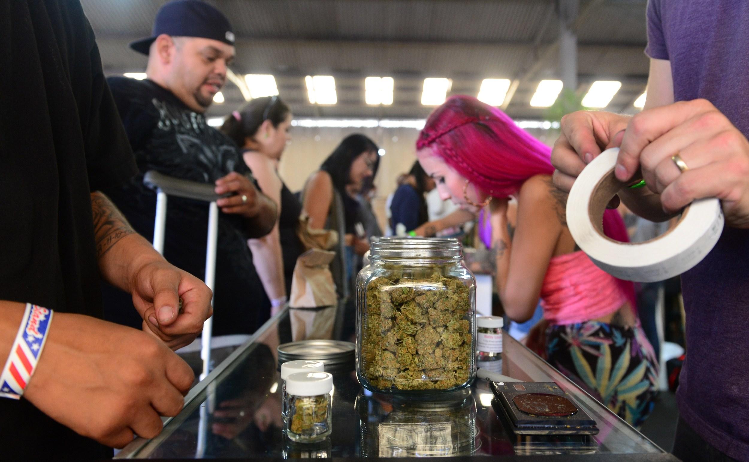 marijuana-farmer-market2