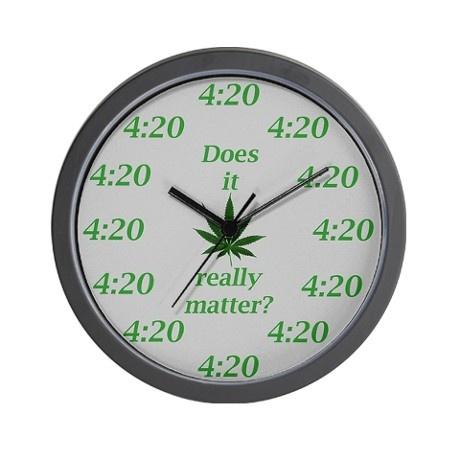 zegar_marihuana_liscie.jpeg