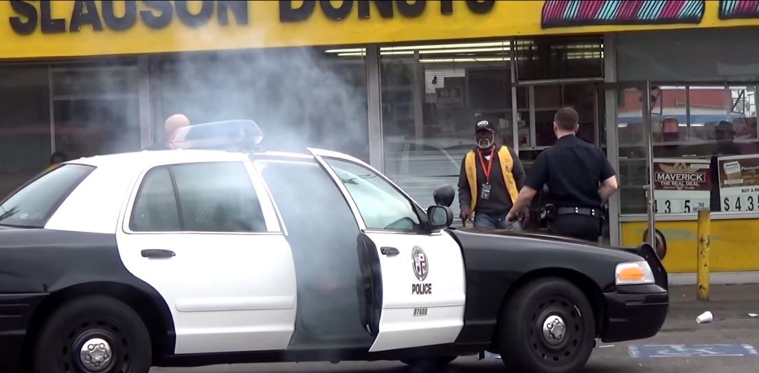 policja-pali-marihuane-w-aucie