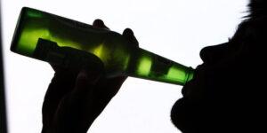 Picie alkoholu w młodym wieku ma długoterminowy wpływ na pamięć i uczenie się