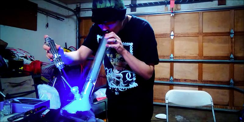 podpalanie marihuany laserem
