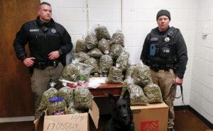 Staruszkowie przewozili 30 kilogramów marihuany. Miała być prezentem świątecznym
