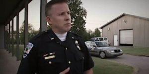 Policjant radził rekrutom, aby strzelali do czarnoskórych nastolatków palących marihuanę