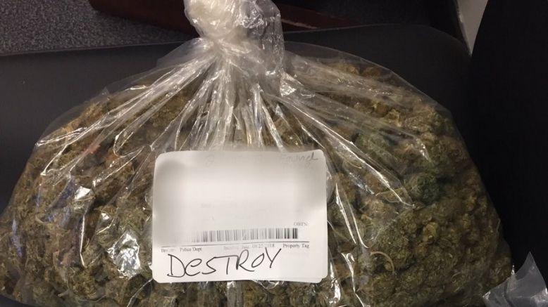 Odbierz marihuanę na posterunku policji